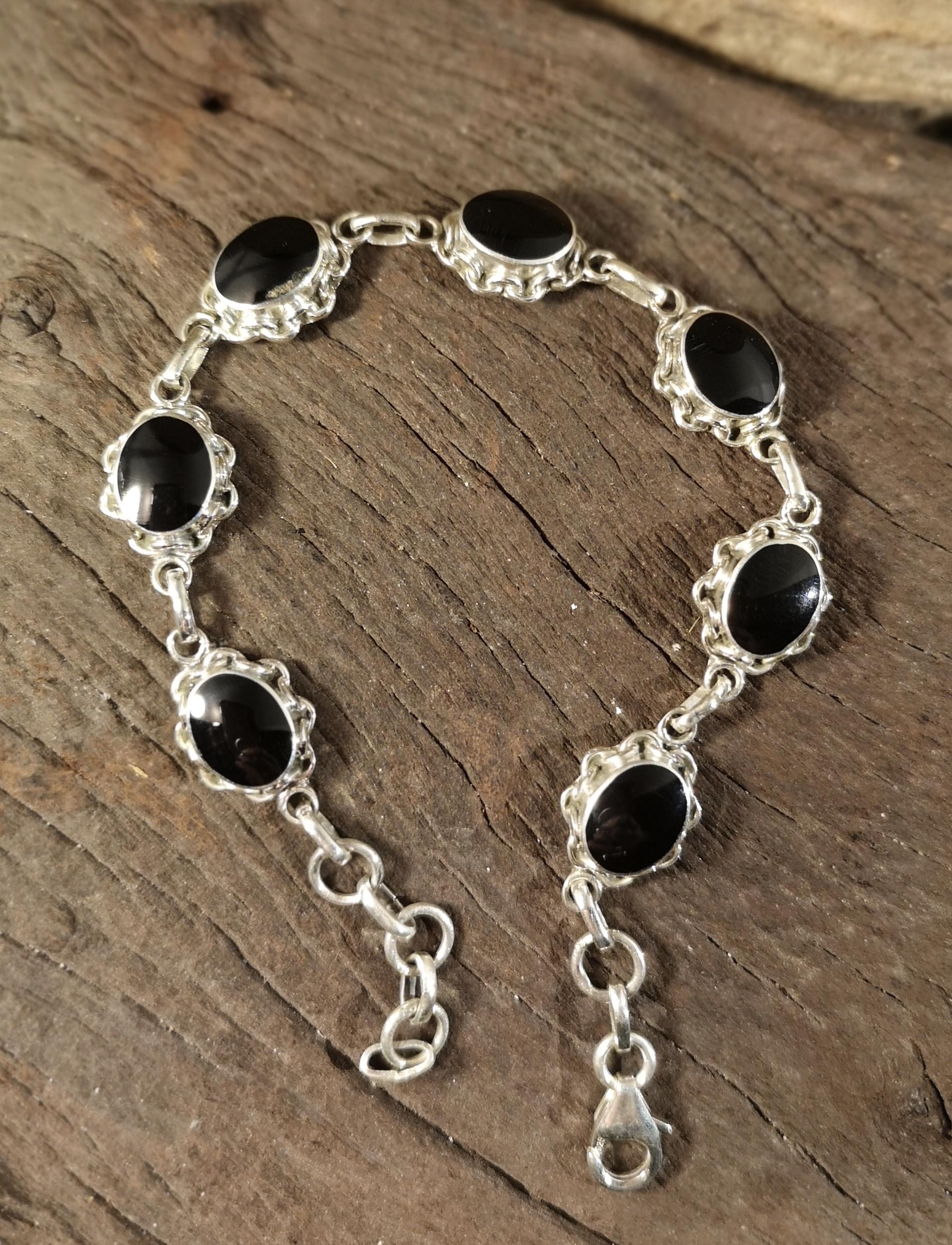 Love-link oval bracelet