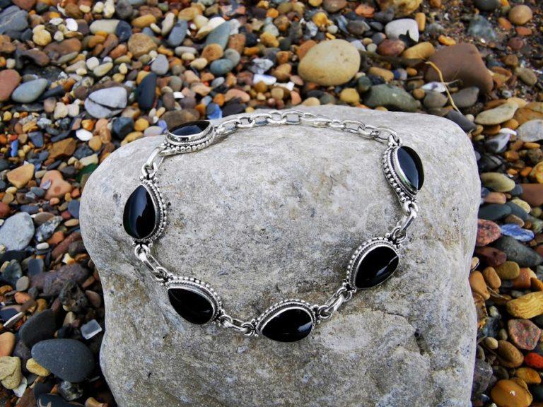 Teardrop rope-edge bracelet