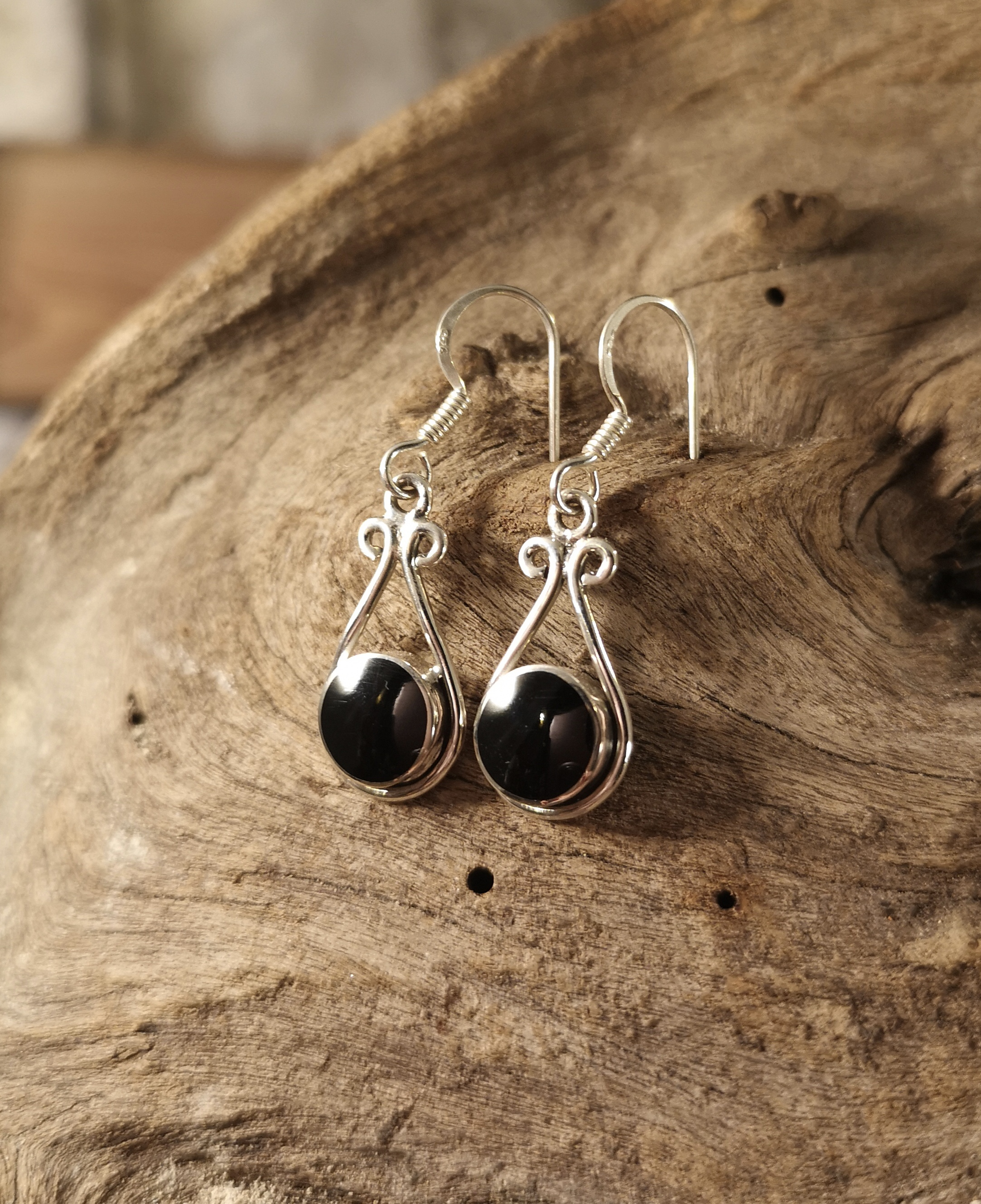 Scroll-top drop earring