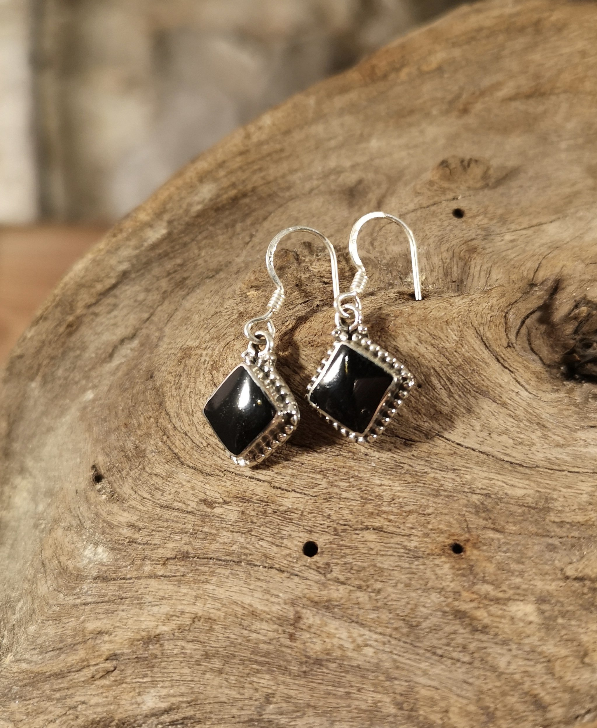 Rope-edge square drop earring
