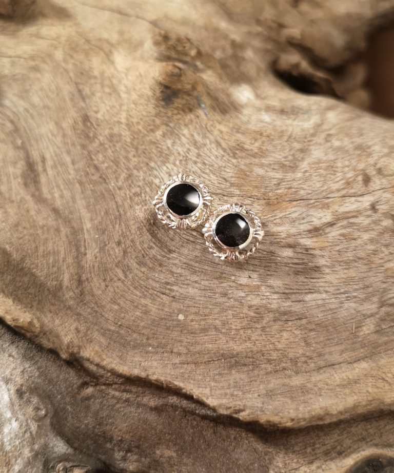 Small fancy round studs