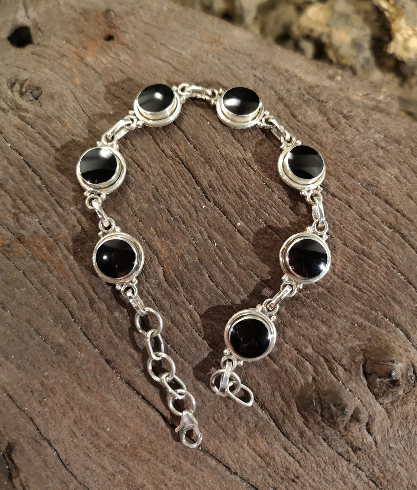 Plain edge round bracelet