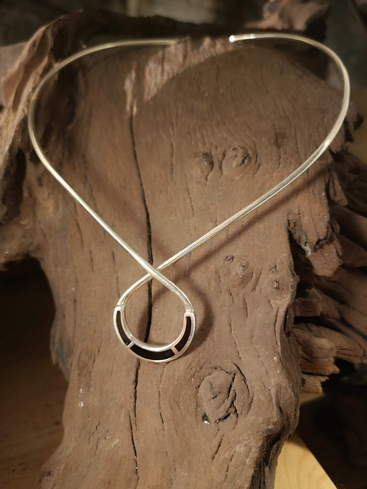 Horseshoe neckpiece