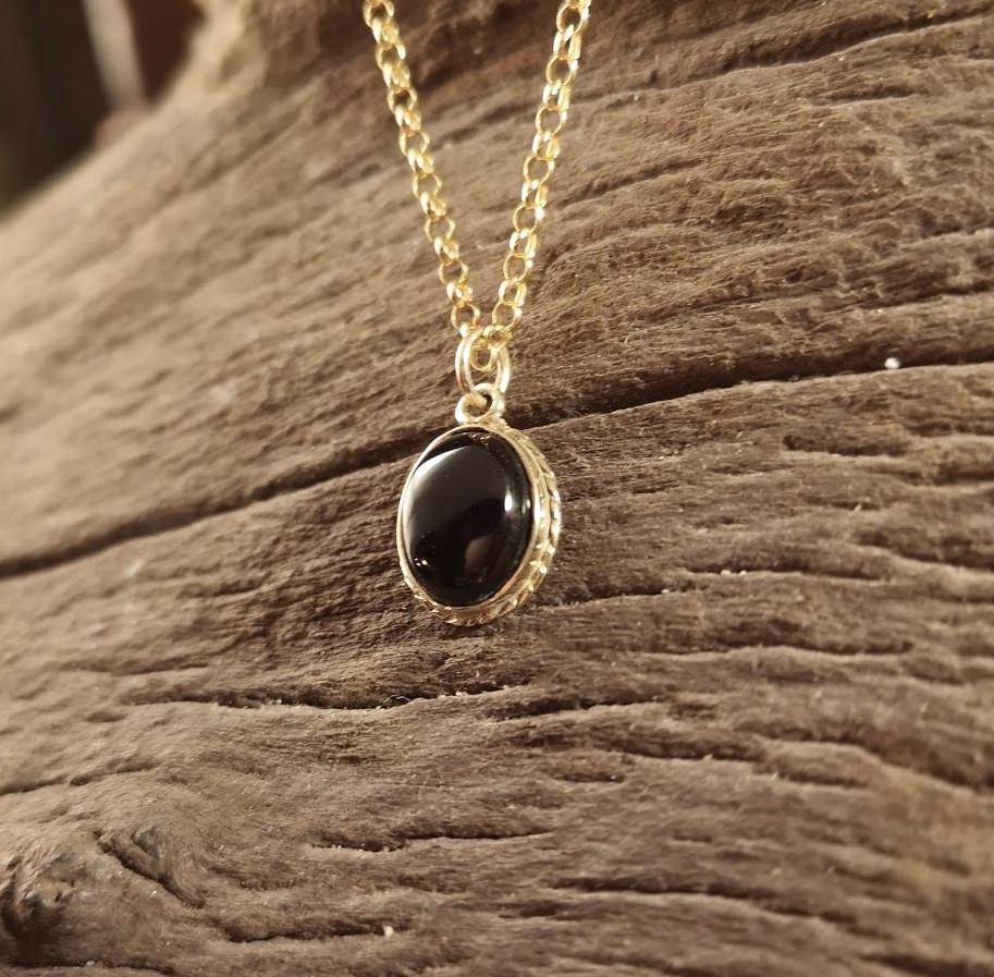 9ct Gold small rope-edge pendant