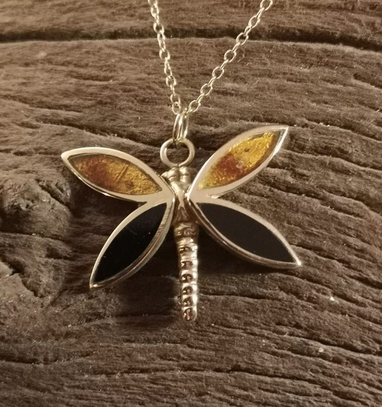 9ct Gold amber butterfly pendant