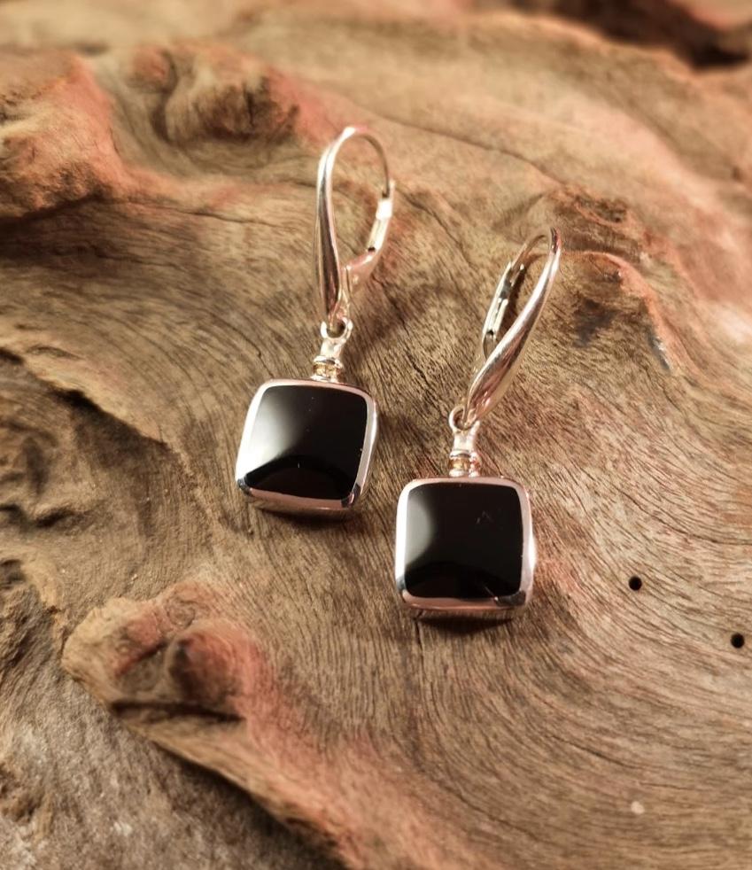 Bottle-top square drop earrings