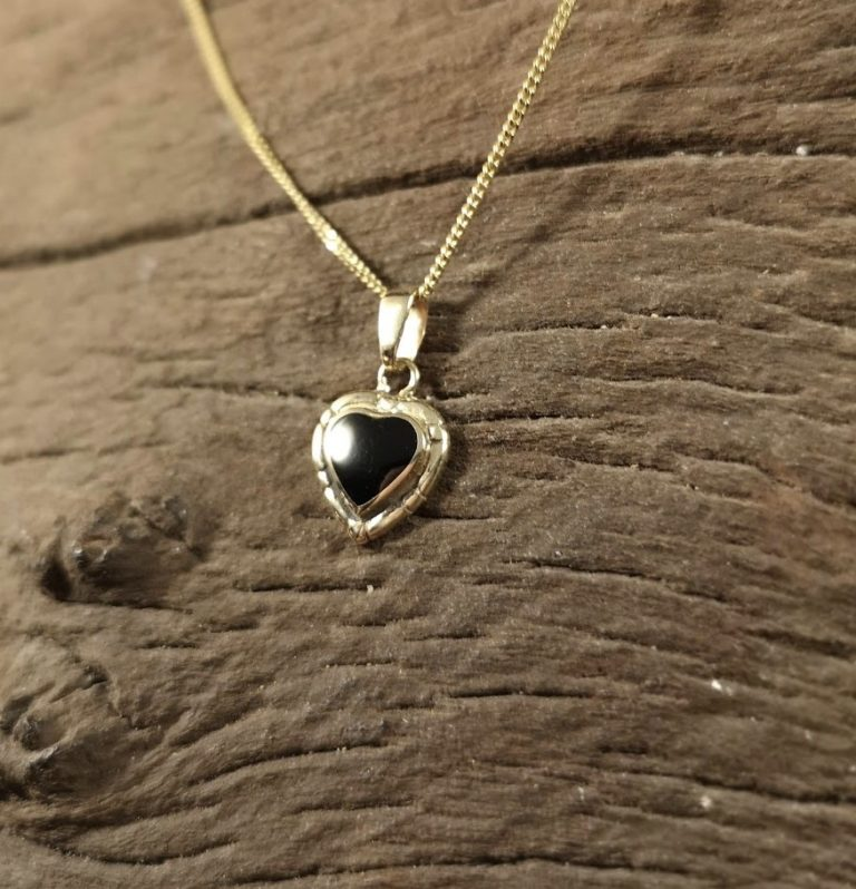 9ct Gold dainty heart pendant