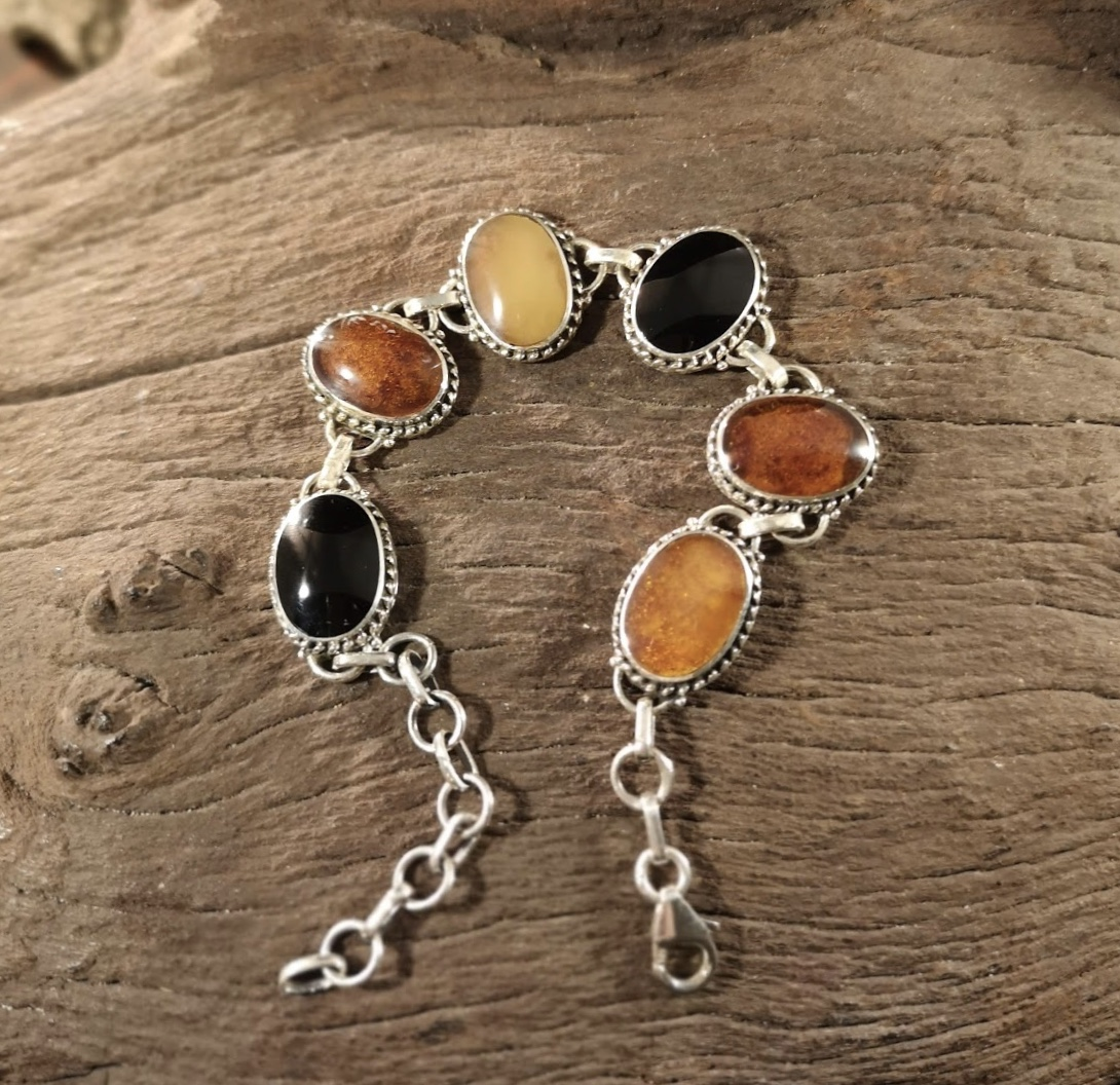 Large rope-edge amber and jet bracelet