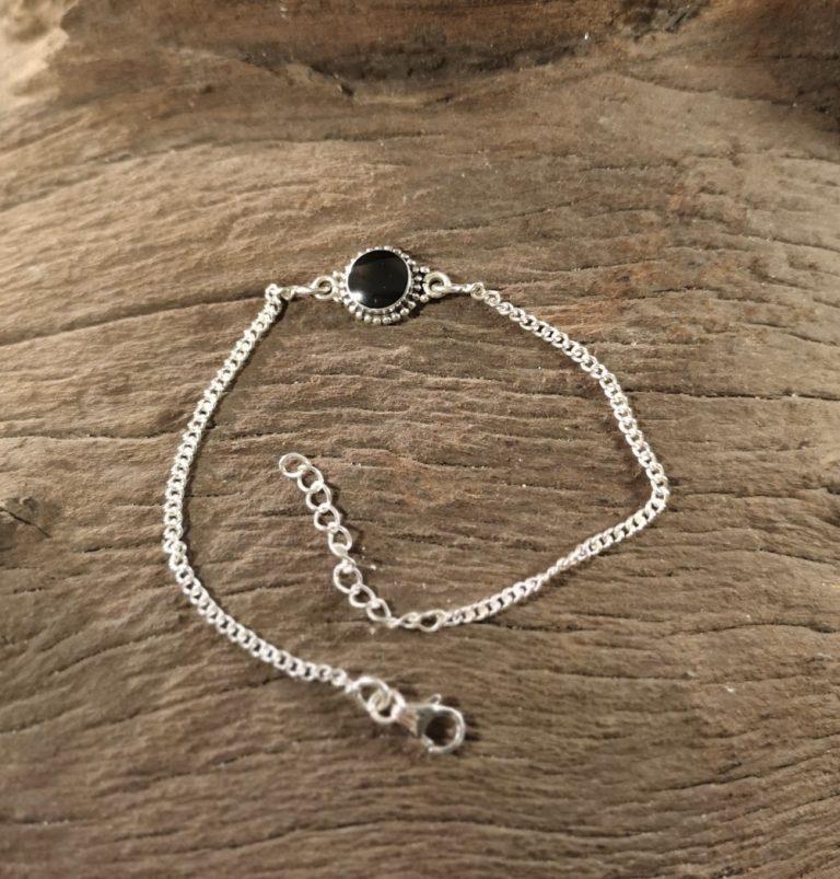 Round single stone bracelet