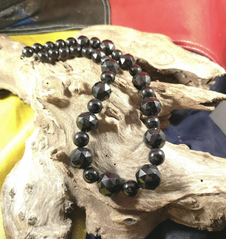 Antique 17.25″ faceted and round Whitby Jet beads
