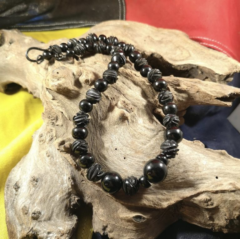 Antique 17″ carved and round Whitby Jet beads
