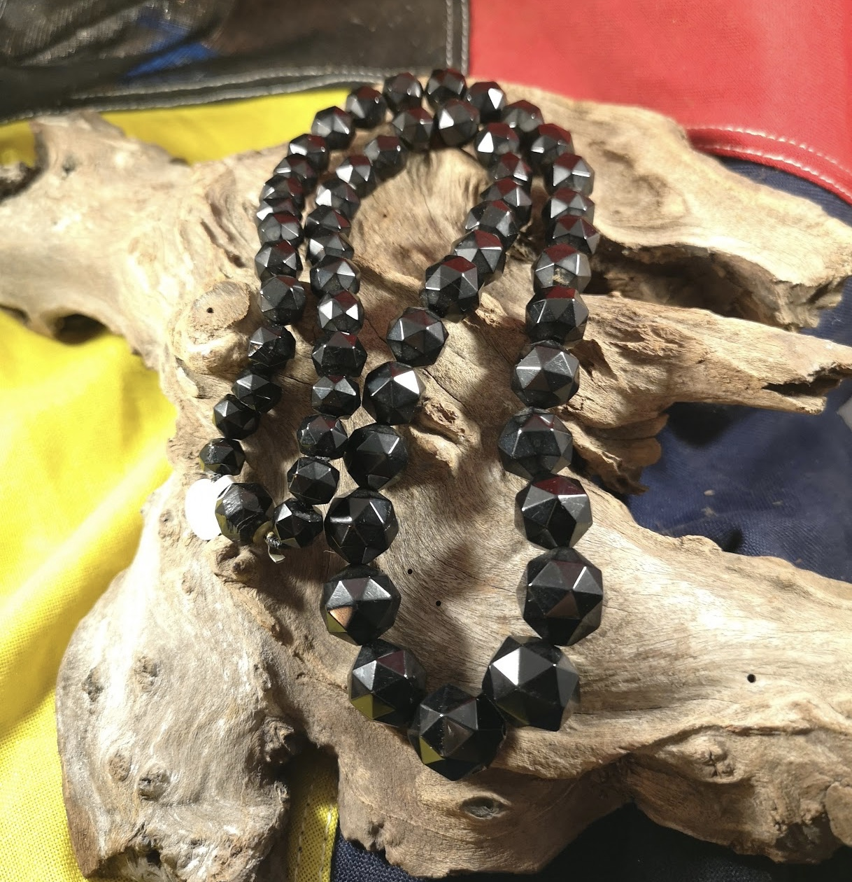 Antique 26″ facetted Whitby Jet beads