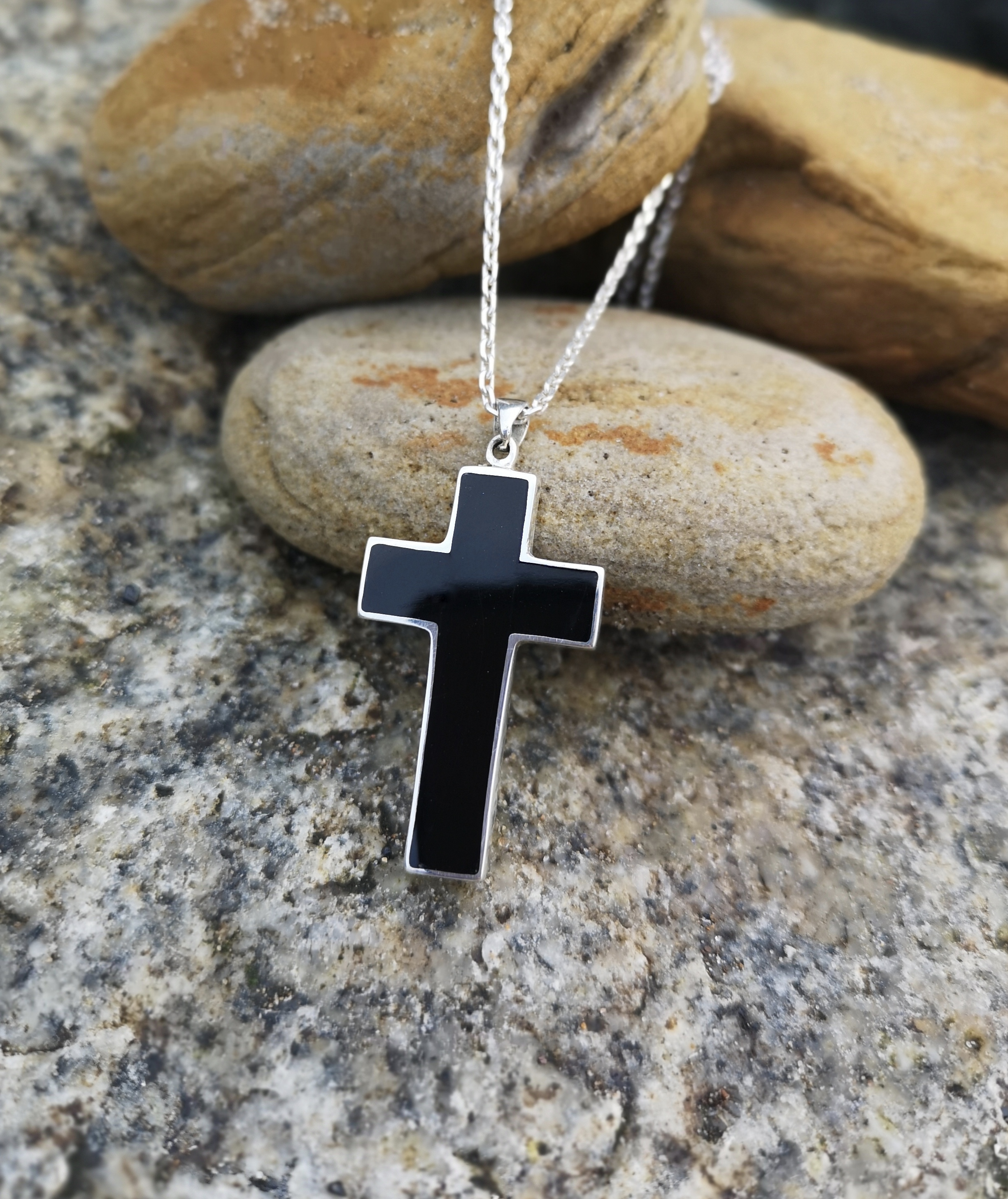 Large Men's Whitby Jet Cross