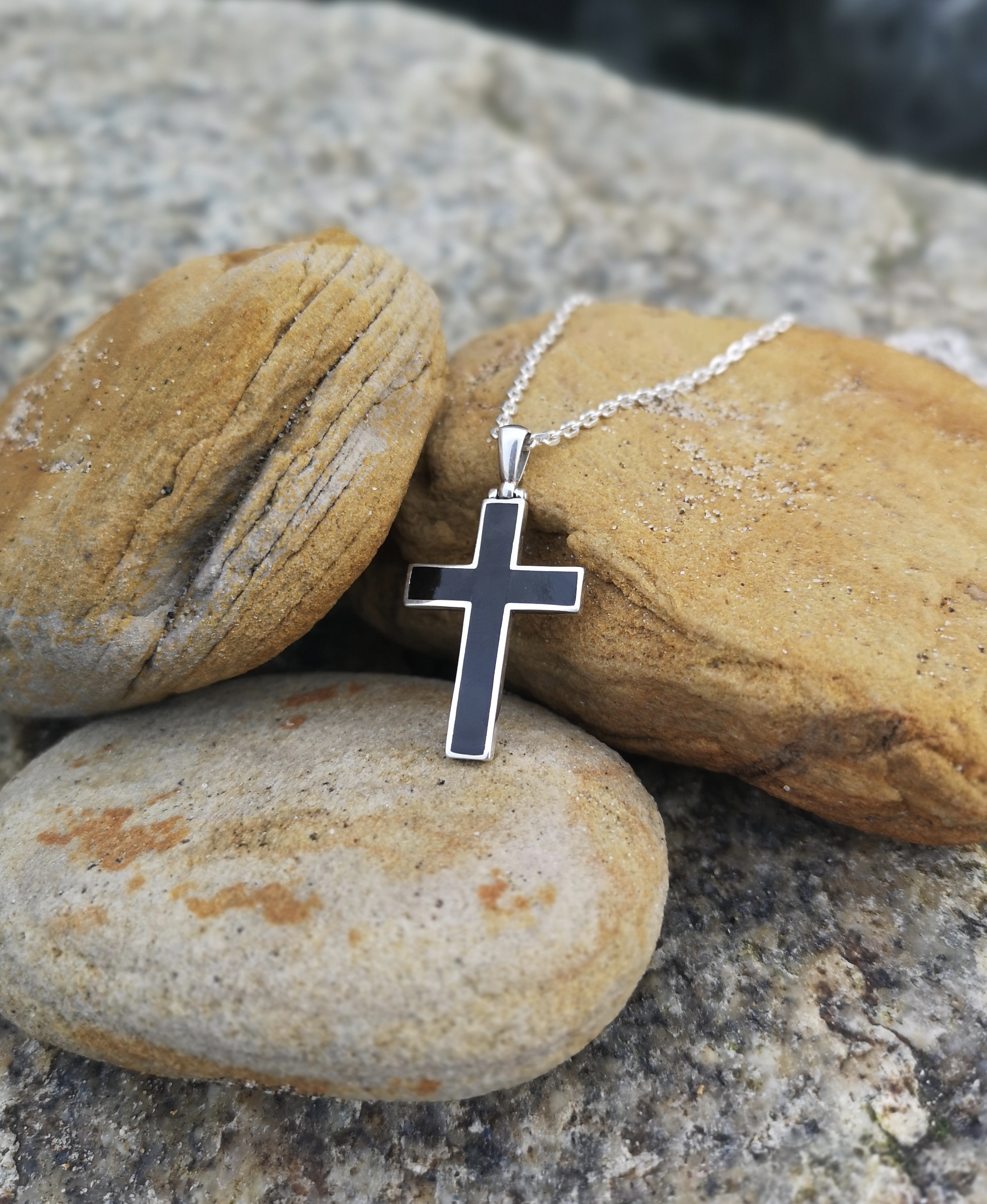 Medium Whitby Jet Men's Cross