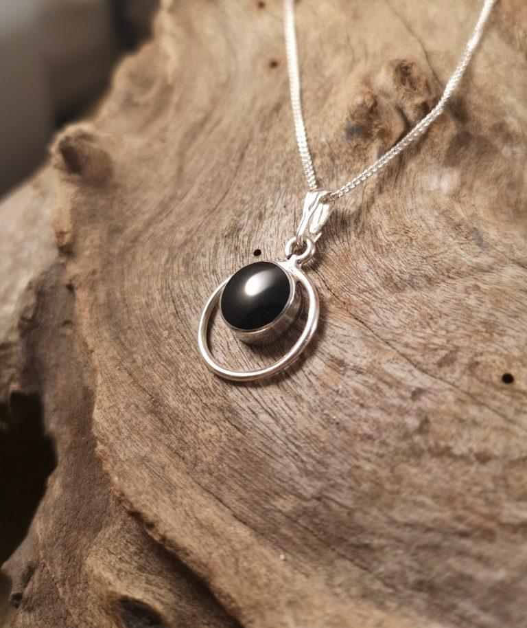 Round halo pendant