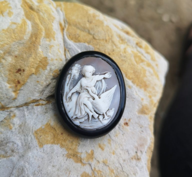 "Antique Whitby Jet brooch ""Leda and the swan"""