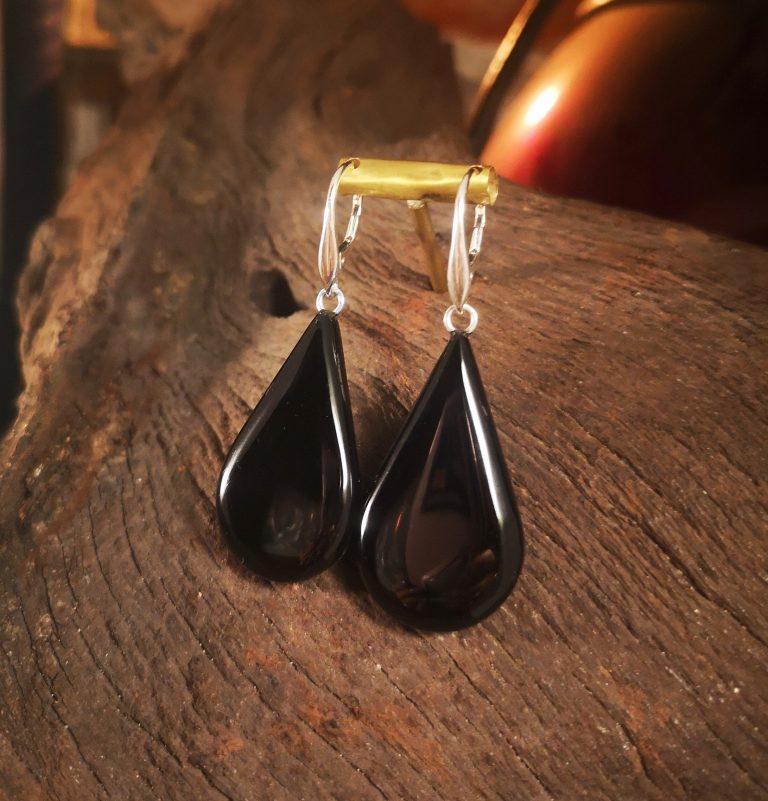 Large tear-drop solid earring