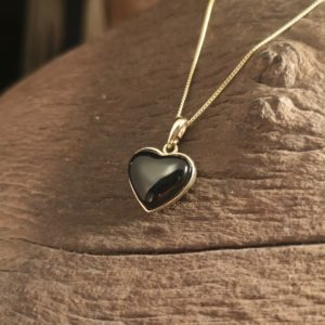 Gold Whitby Jet heart pendant.